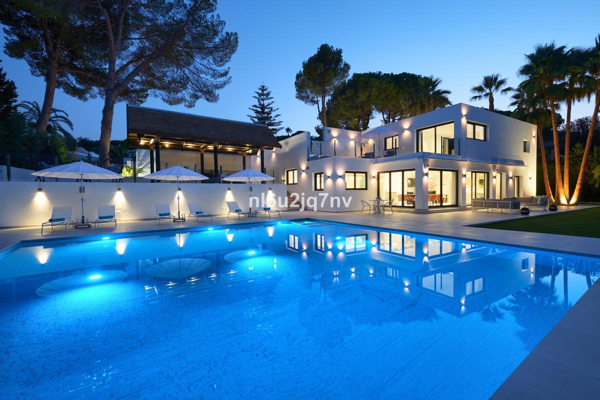 Detached Villa for sale in Nueva Andalucía R3374662