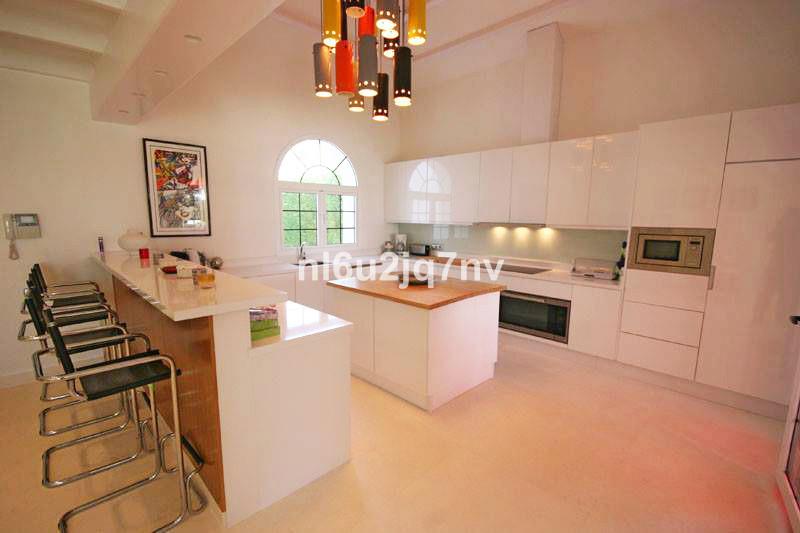 R2684408: Villa - Detached for sale in El Paraiso