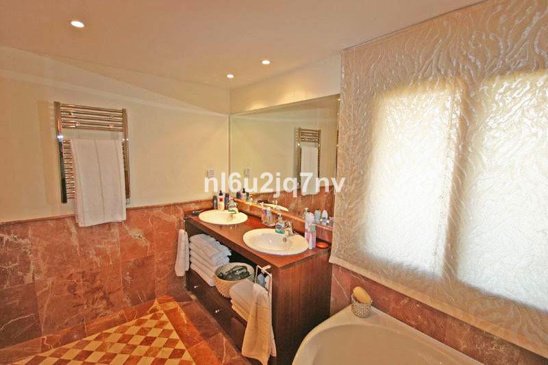 R2696717: Apartment - Penthouse for sale in El Paraiso