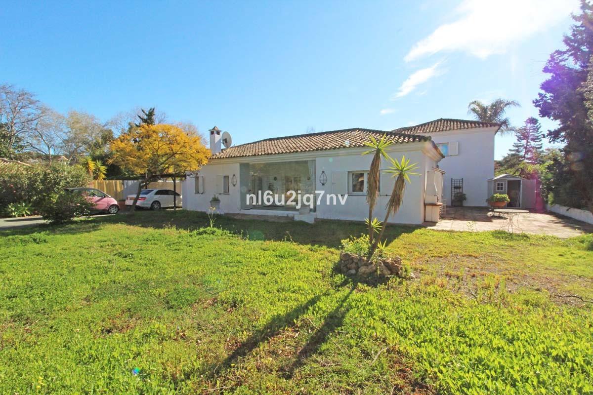 Villa for sale in Artola