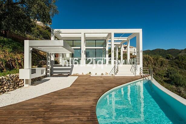 Ref:R2450036 Villa - Detached For Sale in Benahavís
