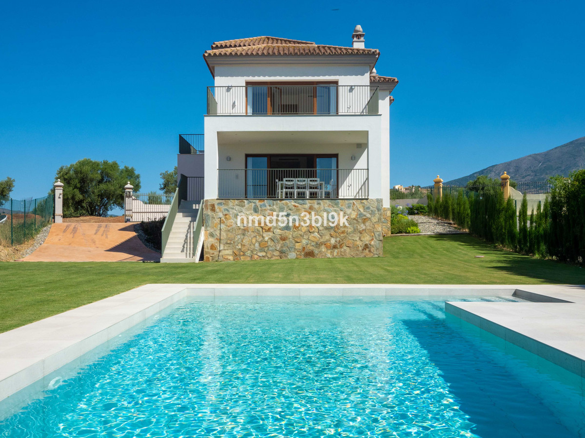 Fantastic newly built detached villa in the quiet and luxurious Mijas Golf urbanization. The house i,Spain