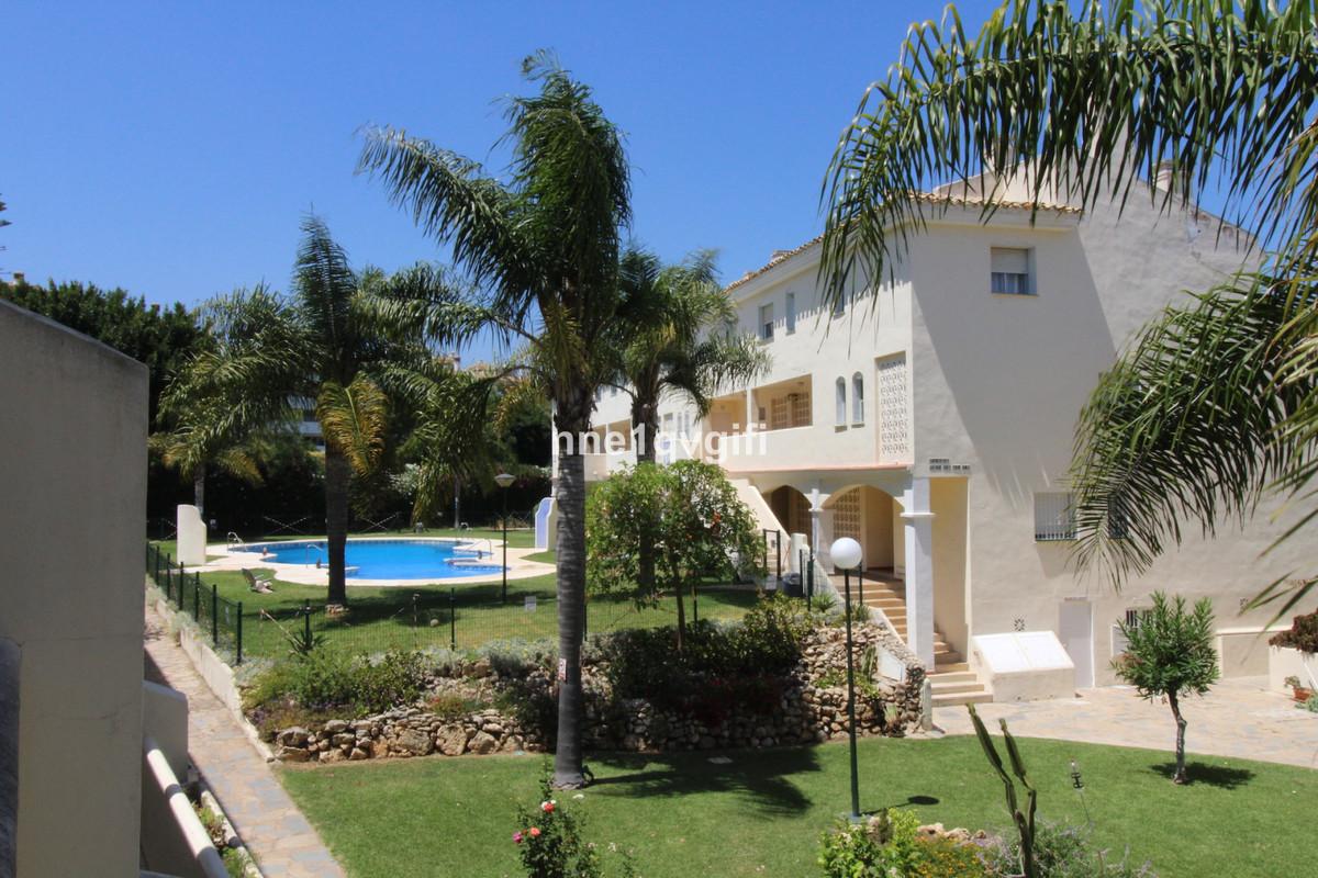 Apartment Middle Floor Calahonda Málaga Costa del Sol R3668522