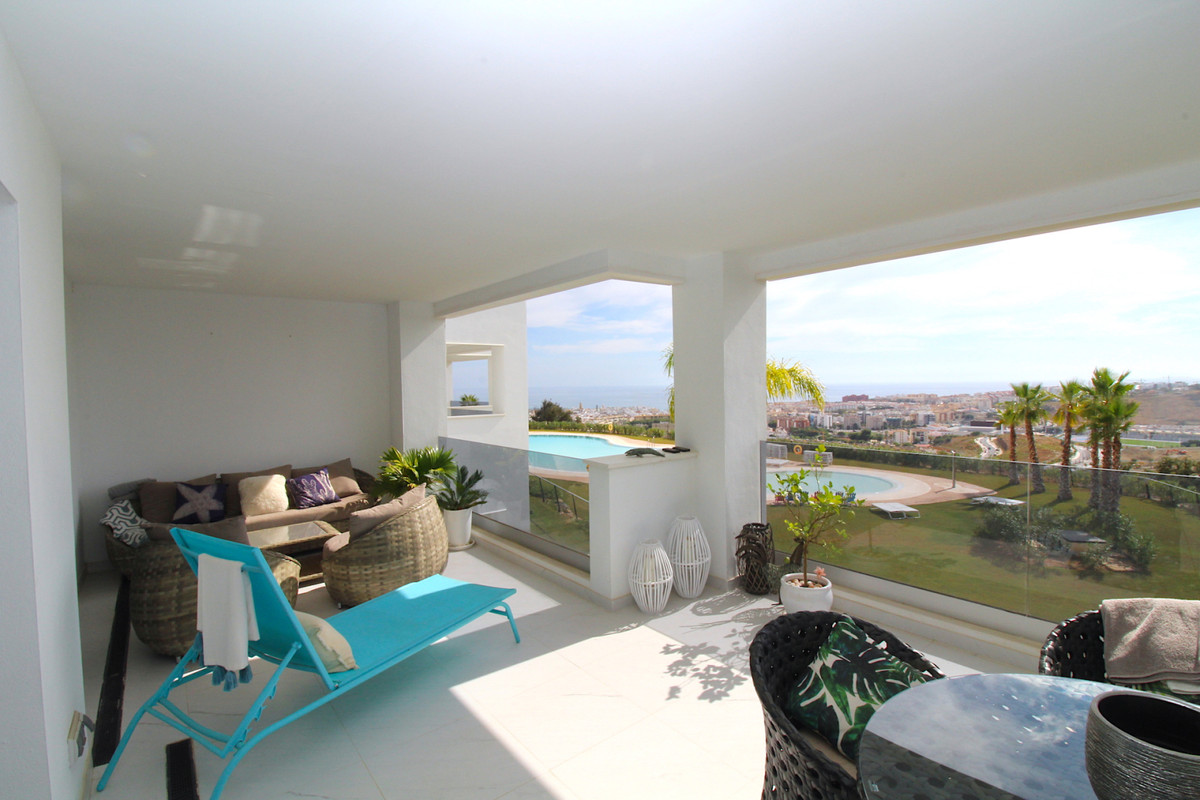 Middle Floor Apartment for sale in Estepona R3736015