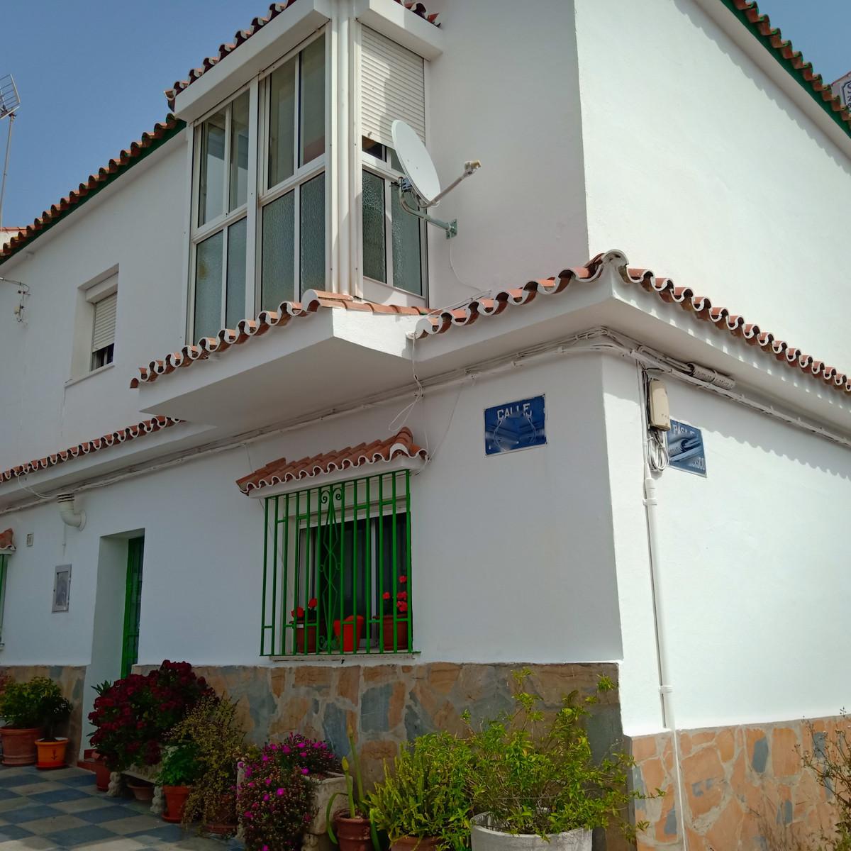 Semi-Detached House for sale in Pueblo Nuevo de Guadiaro R3830869