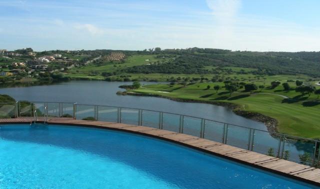 Sotogrande Alto : Large 3 bedroom 3 bathroom luxury apartment with wonderful views overlooking Almen,Spain