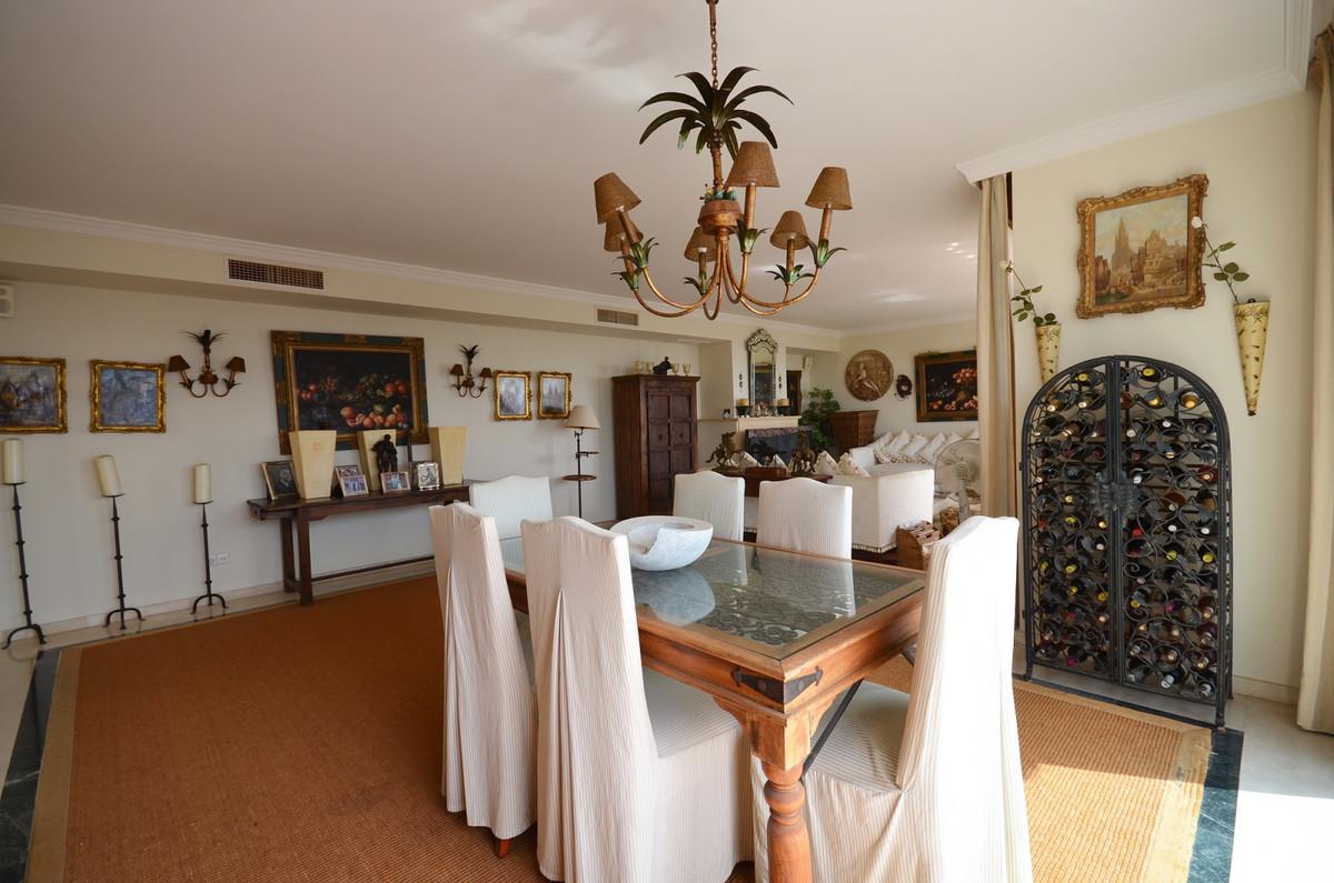 3 Bedroom Villa For Sale in El Madroñal - El Madroñal, Benahavis