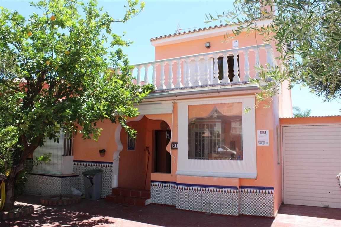 Pueblo Nuevo de Guadiaro: Detached village house with 4 bedrooms, 2 bathrooms. Living room with fire,Spain