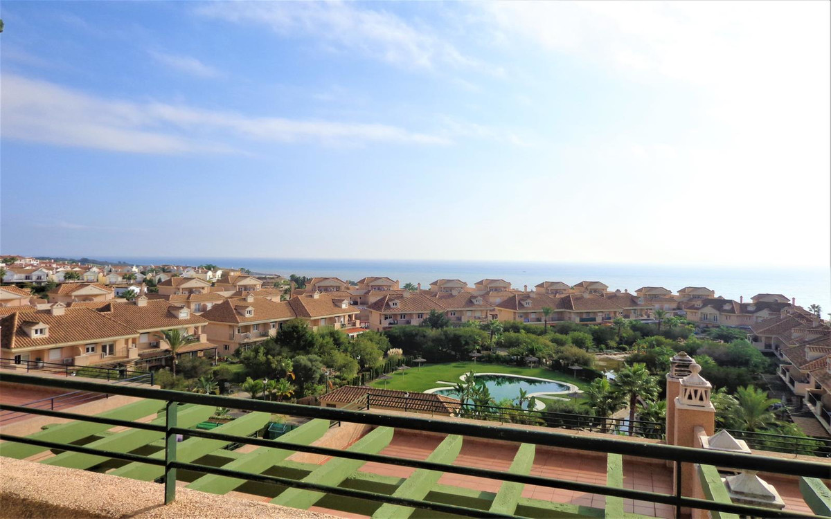 Nice and cozy studio in a gated urbanisation in Alcaidesa, with walking distance to the beach. The s,Spain