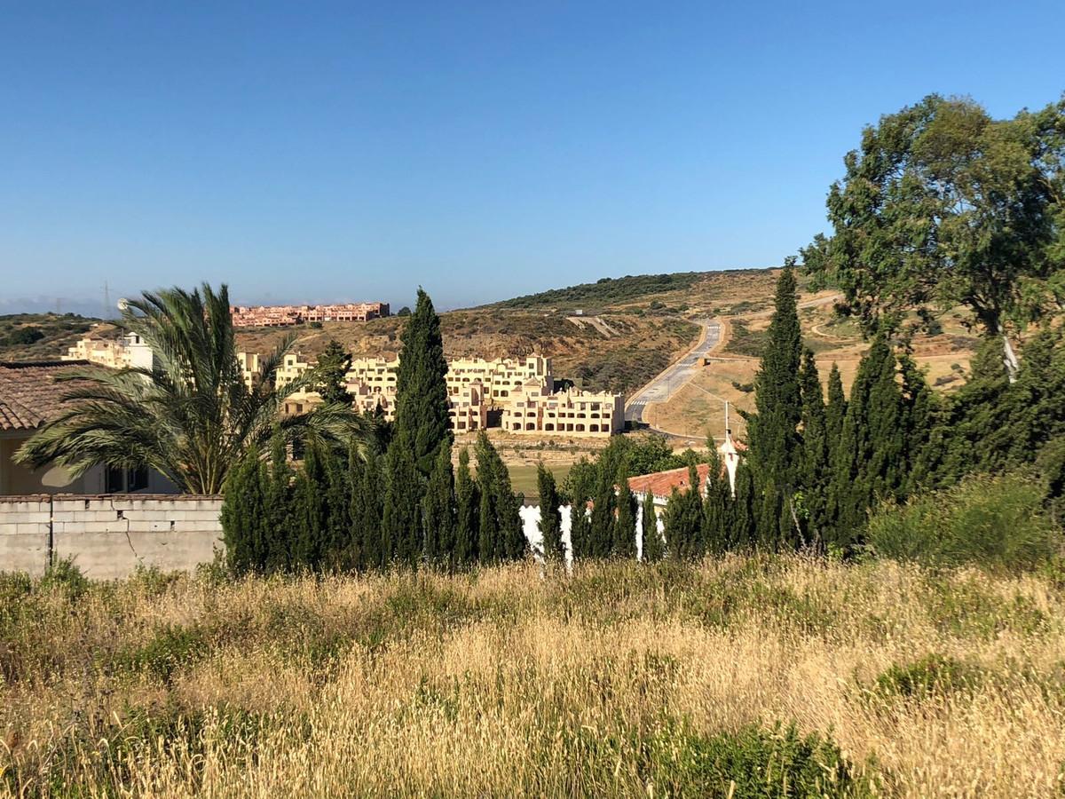 Building plot in Valle Romano. Suitable for building 240 m2 , plus terrace, plus basement. Panoramic,Spain