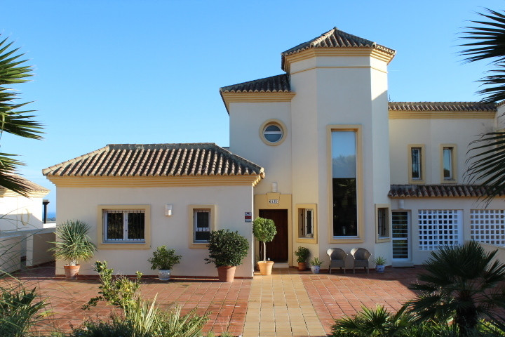 San Roque Golf: 4 bedroom 4 bathroom duplex penthouse in immaculate condition throughout. Large livi,Spain