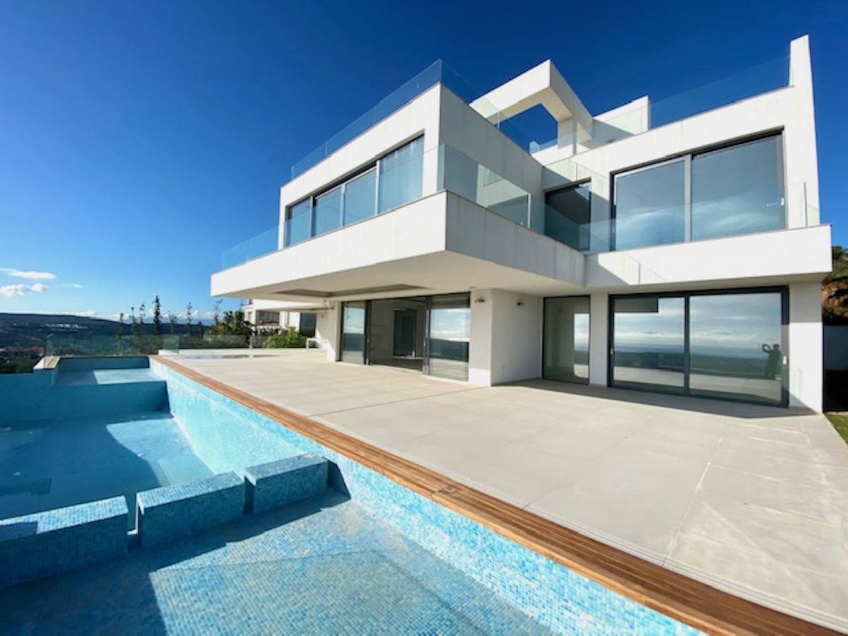Detached Villa, Sotogrande Alto, Costa del Sol. 4 Bedrooms, 5 Bathrooms, Built 460 m², Gard,Spain