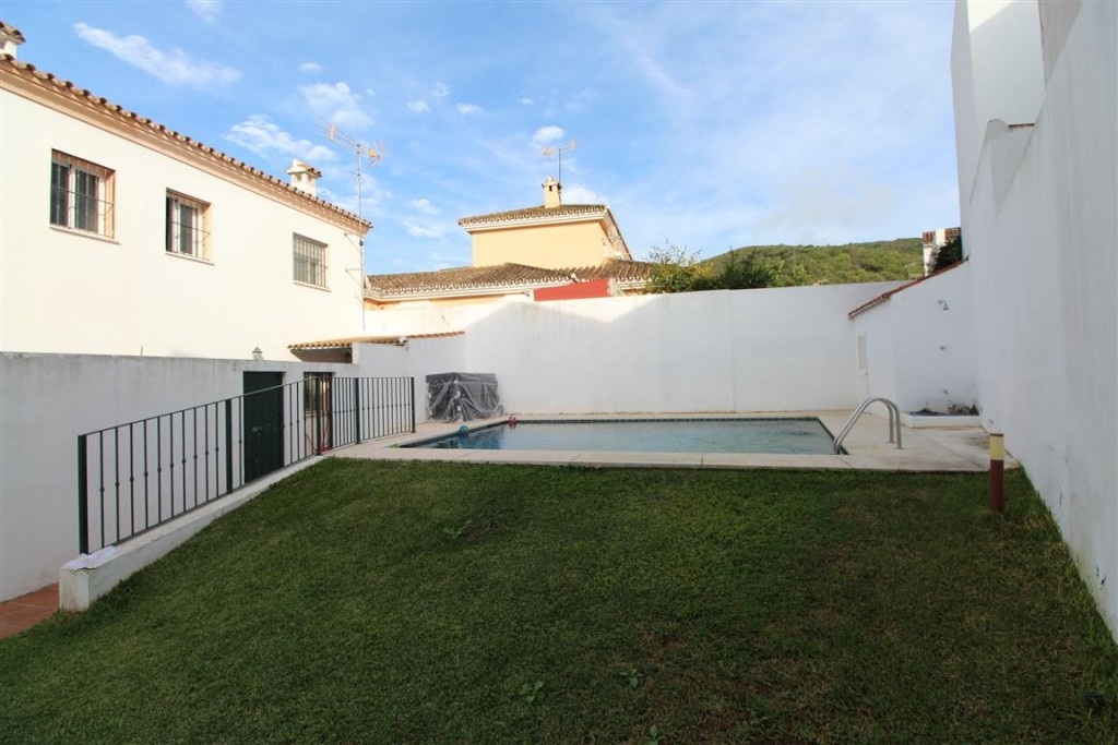 "Beautiful Townhouse ""El Secadero"" -Casares. 3 bedrooms, 1 bathroom and 1 toilet on the sec,Spain"