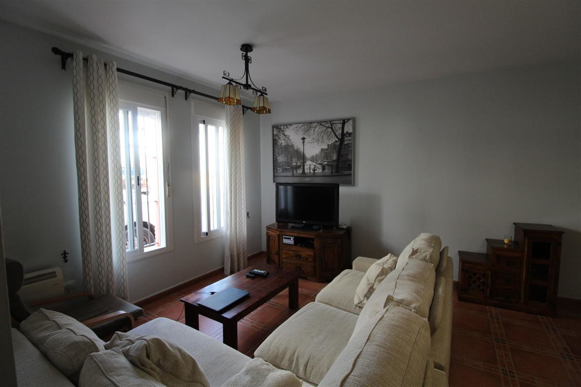 Rijhuis te koop in San Roque R3295609