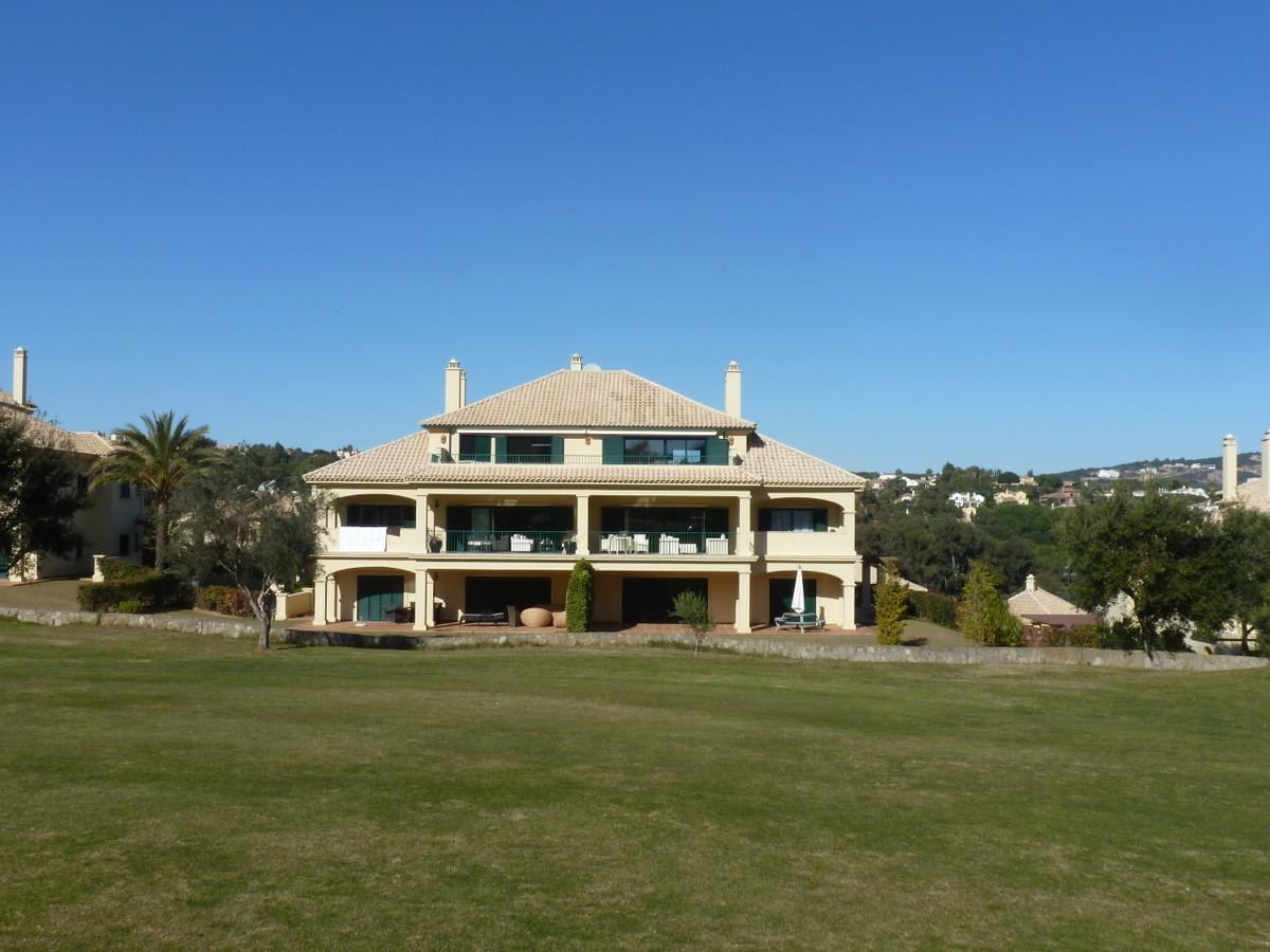 San Roque Golf: Wonderful penthouse front line golf, 2 bedrooms 2 bathrooms. Open plan living dining,Spain