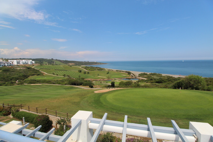 Alcaidesa: Amazing uninterrupted views to golf and sea from this 3 bedroom 3 bathroom townhouse. Spl,Spain