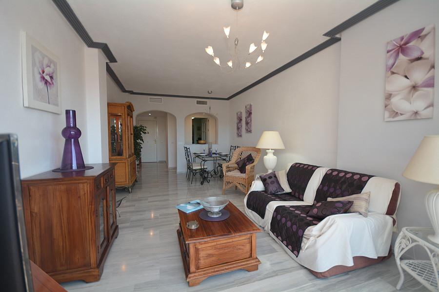 Los Arqueros Golf: 3 bedroom 2 bathroom mid floor apartment within the gated complex of El Lago. Sou,Spain
