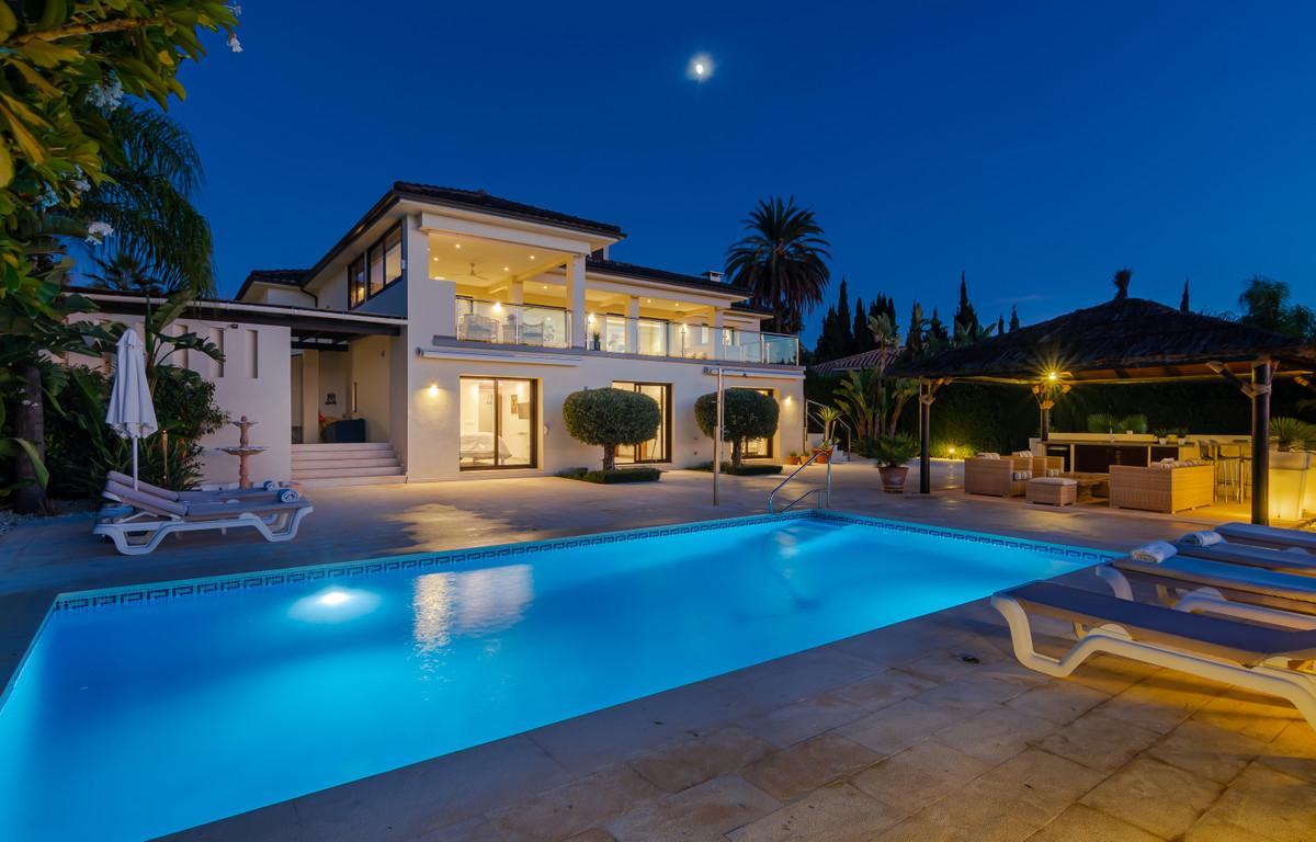 Villa in Nueva Andalucia