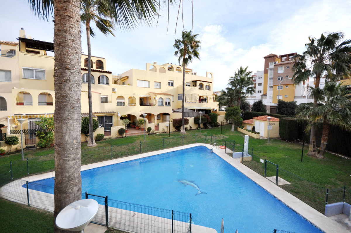 A flat in a quiet, central urbanization, and with pool and garage who has not dreamed it? Also if yo,Spain