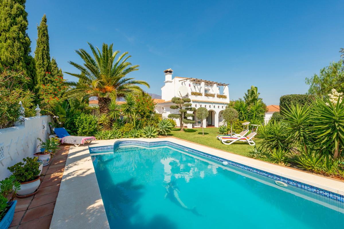 Villa, Detached  for sale    in Estepona