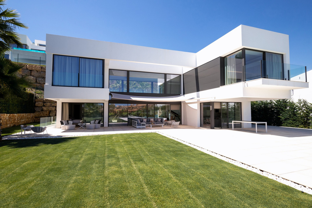 Villa for sale in La Alqueria, Benahavis, with 4 bedrooms, 4 bathrooms, 4 en suite bathrooms, 1 toil,Spain