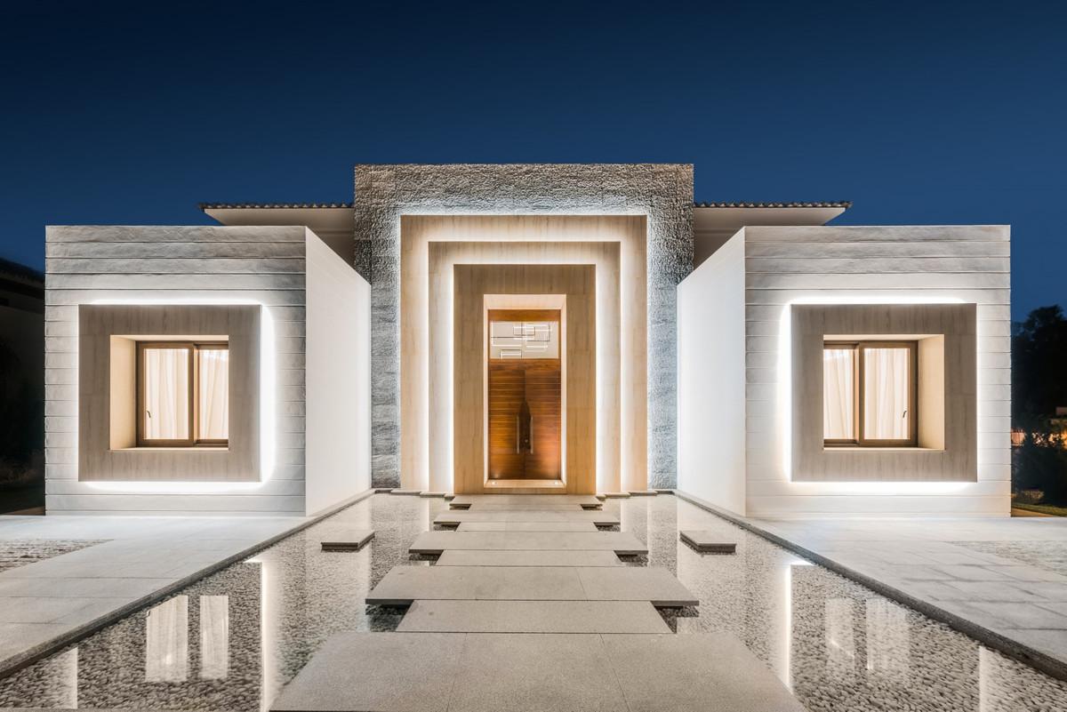 Villa for sale in Guadalmina Baja, San Pedro de Alcantara, with 6 bedrooms, 6 bathrooms, 6 en suite ,Spain