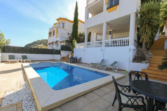 Ref:R3072868 Villa - Detached For Sale in Coín
