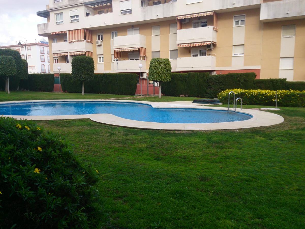 R3426409: Apartment - Middle Floor in Estepona