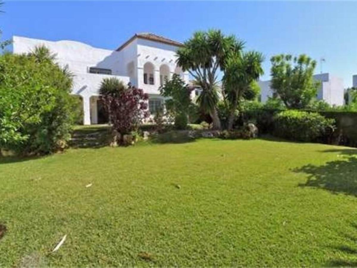 Ref:R3443380 Villa - Detached For Sale in Cancelada