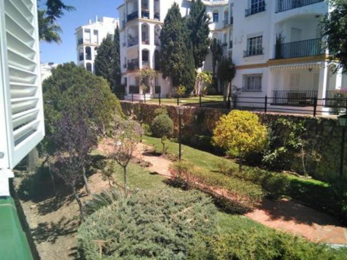 R3433732: Apartment - Middle Floor in Estepona