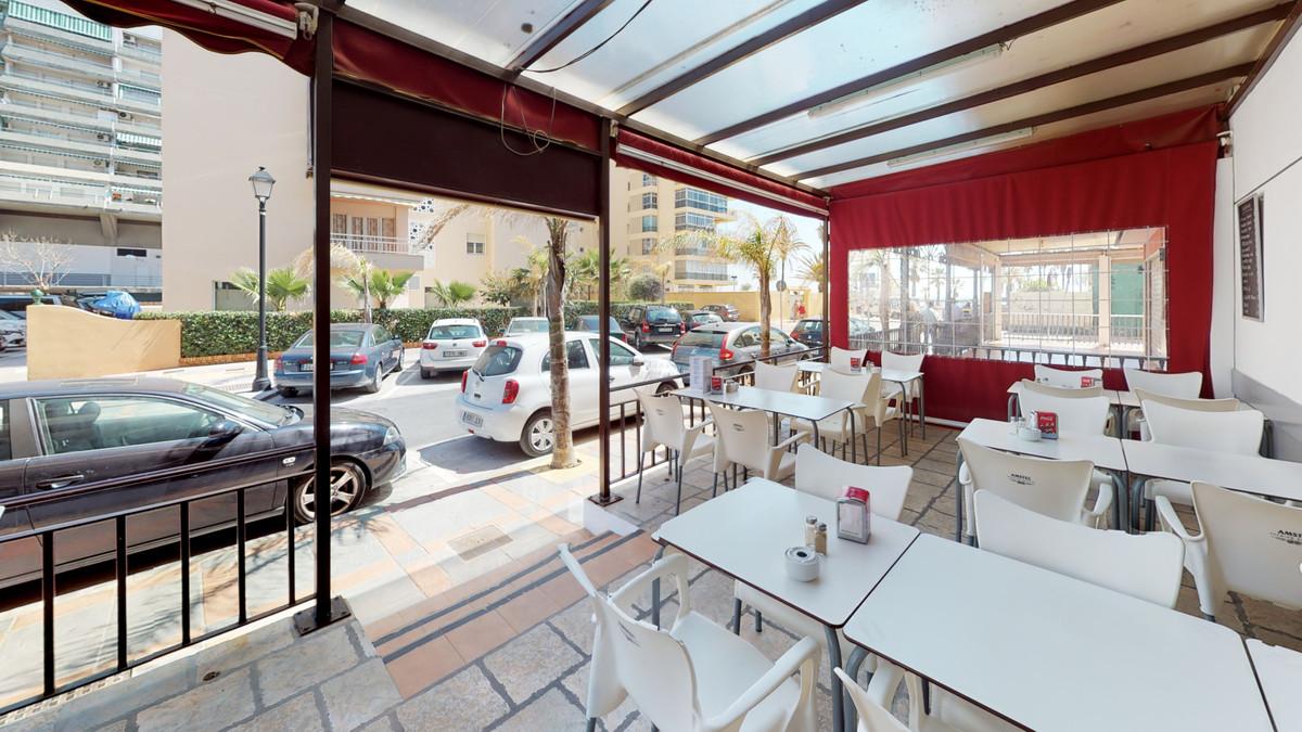 Bar, Fuengirola, Costa del Sol. Built 161 m², Terrace 40 m².  Setting : Beachfront, Town, Commercial,Spain
