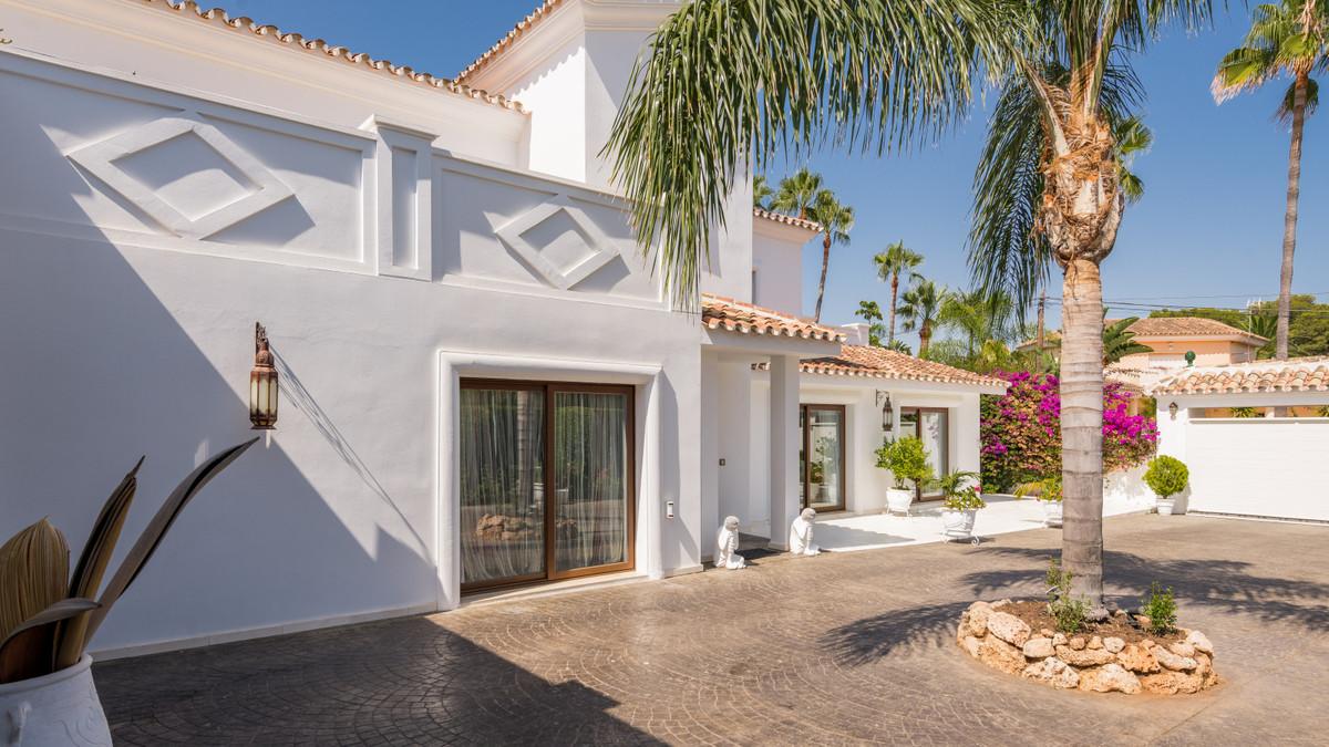 House in Atalaya R3903235 2