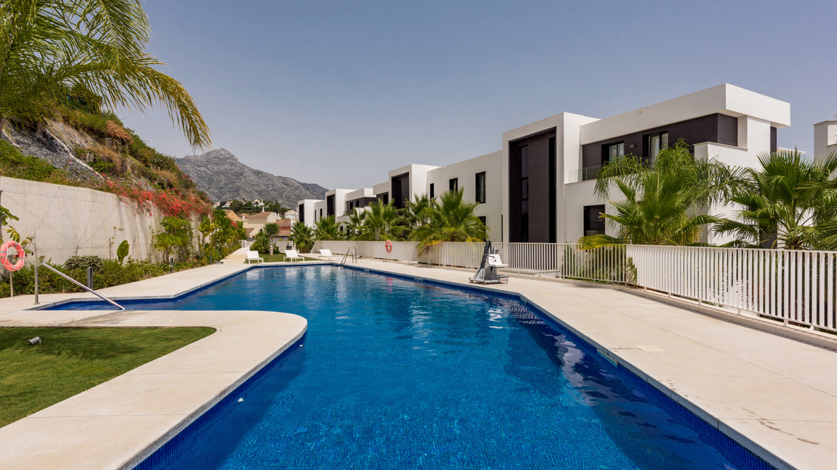 Situated in the hills of Nueva Andalucia, minutes from the prestigious Golf Valley, this newly const,Spain