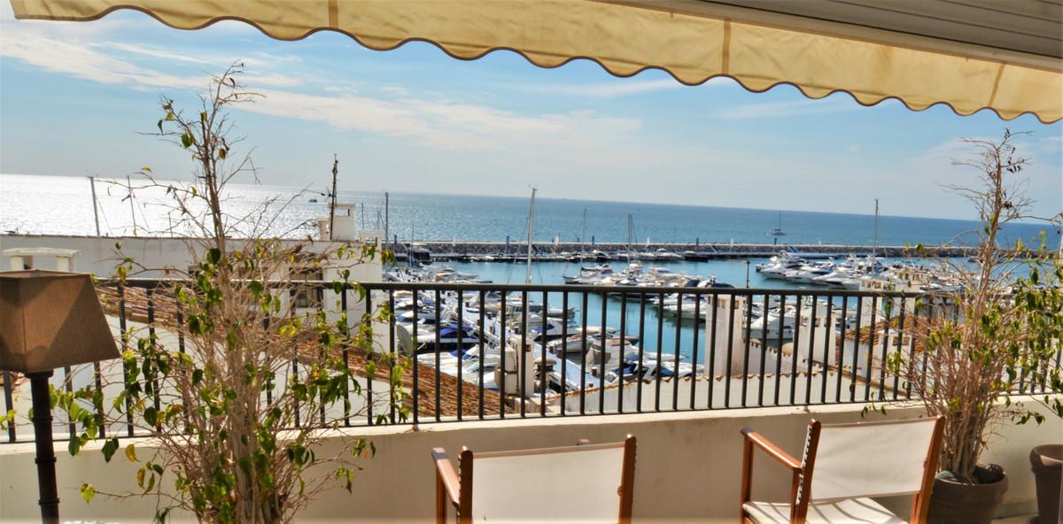 Middle Floor Apartment, Puerto Banus, Costa del Sol. 3 Bedrooms, 2 Bathrooms, Built 135 m².  Setting,Spain