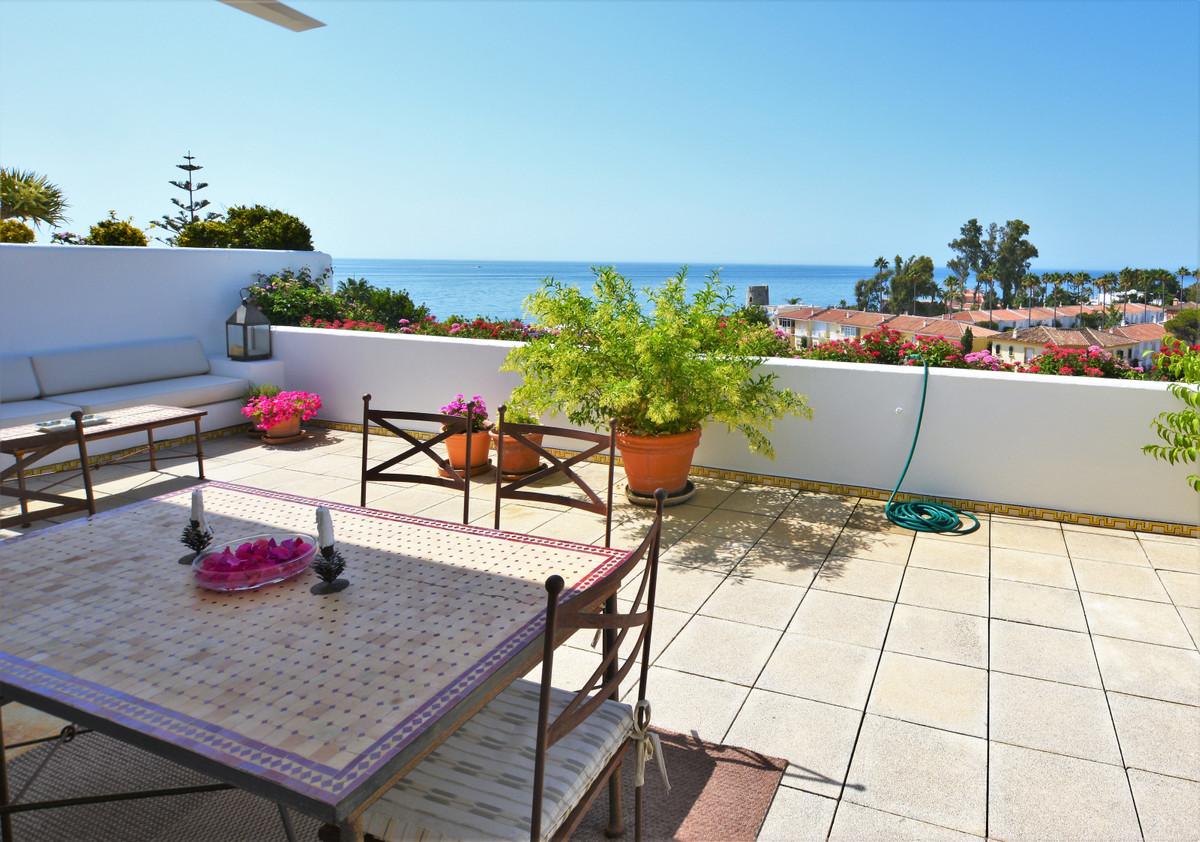Middle Floor Apartment for sale in Guadalmina Baja