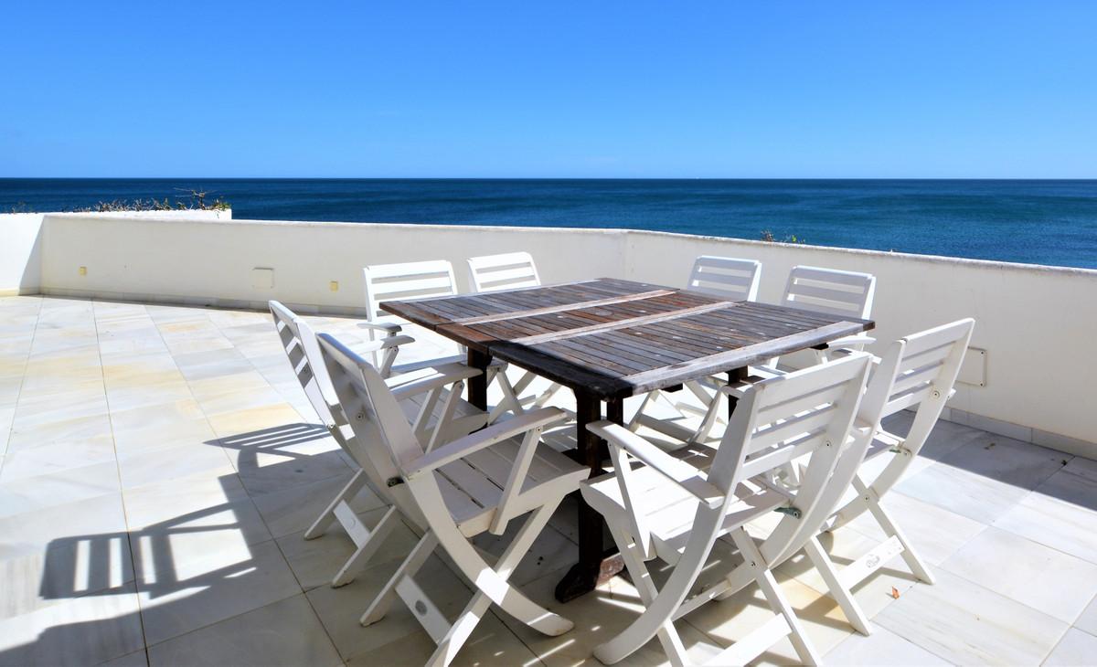 Lägenhet på mellanplan till salu i Guadalmina Baja