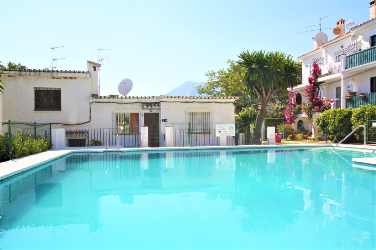 Middle Floor Apartment in Marbella R3437239