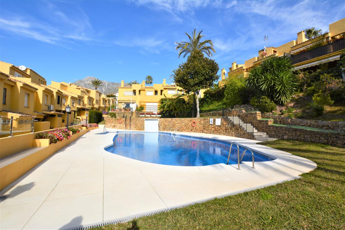 Rijhuis te koop in Marbella R3420322