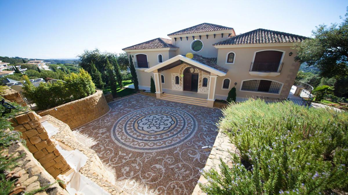 Villa 7 Dormitorios en Venta Altos de los Monteros