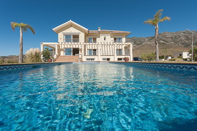 Villa for Sale in Valtocado, Costa del Sol