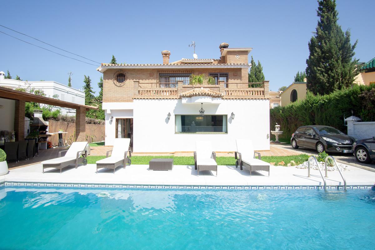 House in Artola R3266842 1