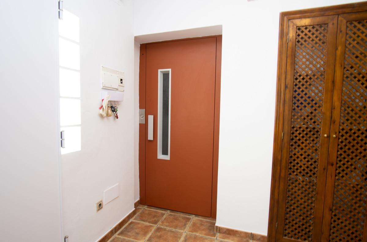 House in Artola R3266842 12