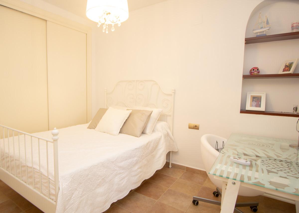 House in Artola R3266842 13