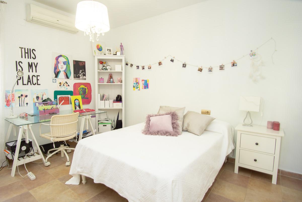 House in Artola R3266842 14