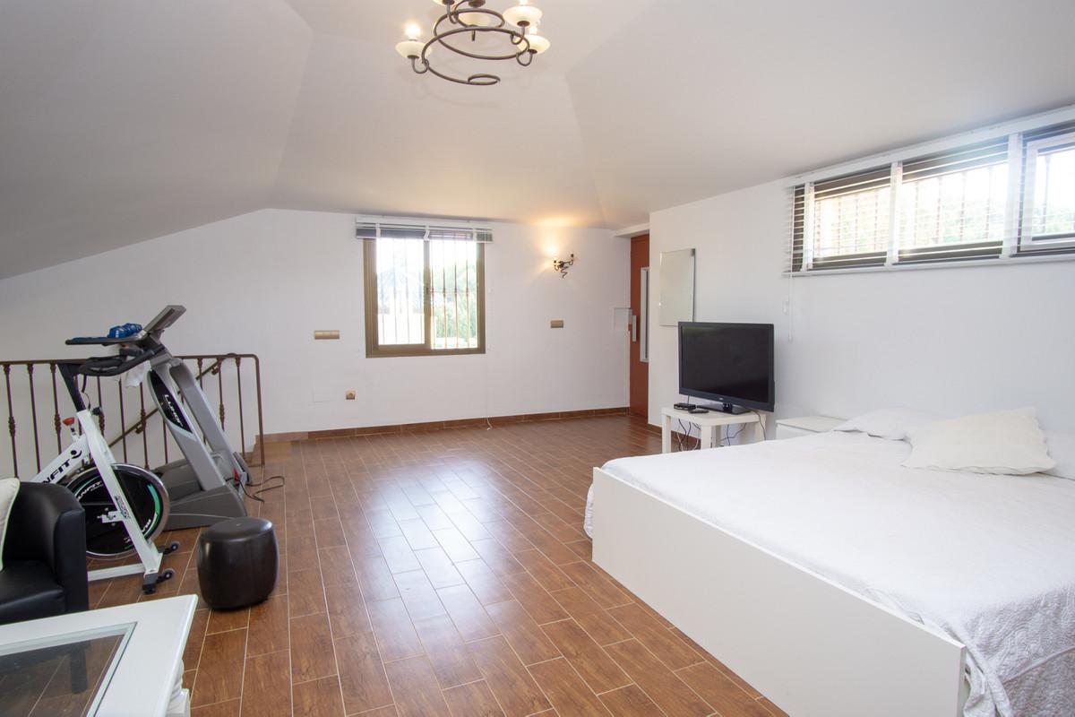 House in Artola R3266842 16