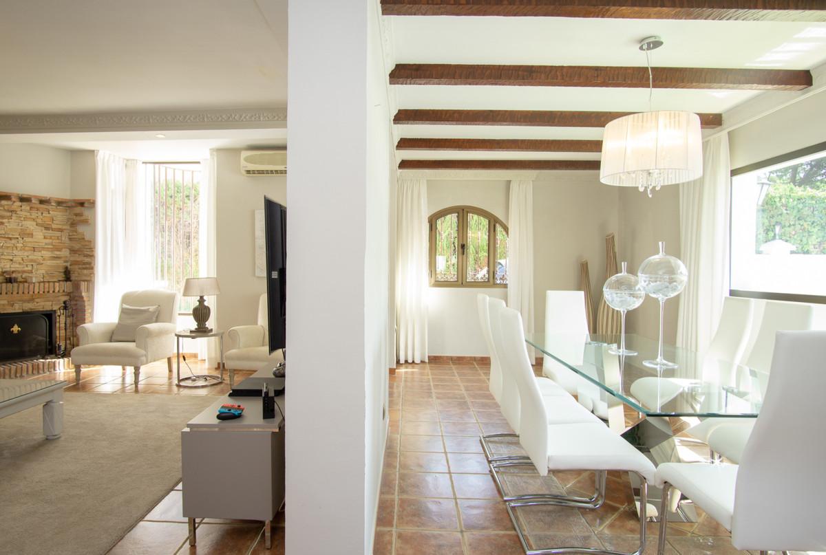 House in Artola R3266842 17