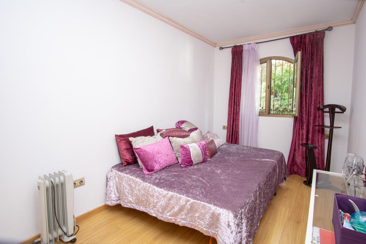 House in Artola R3266842 19