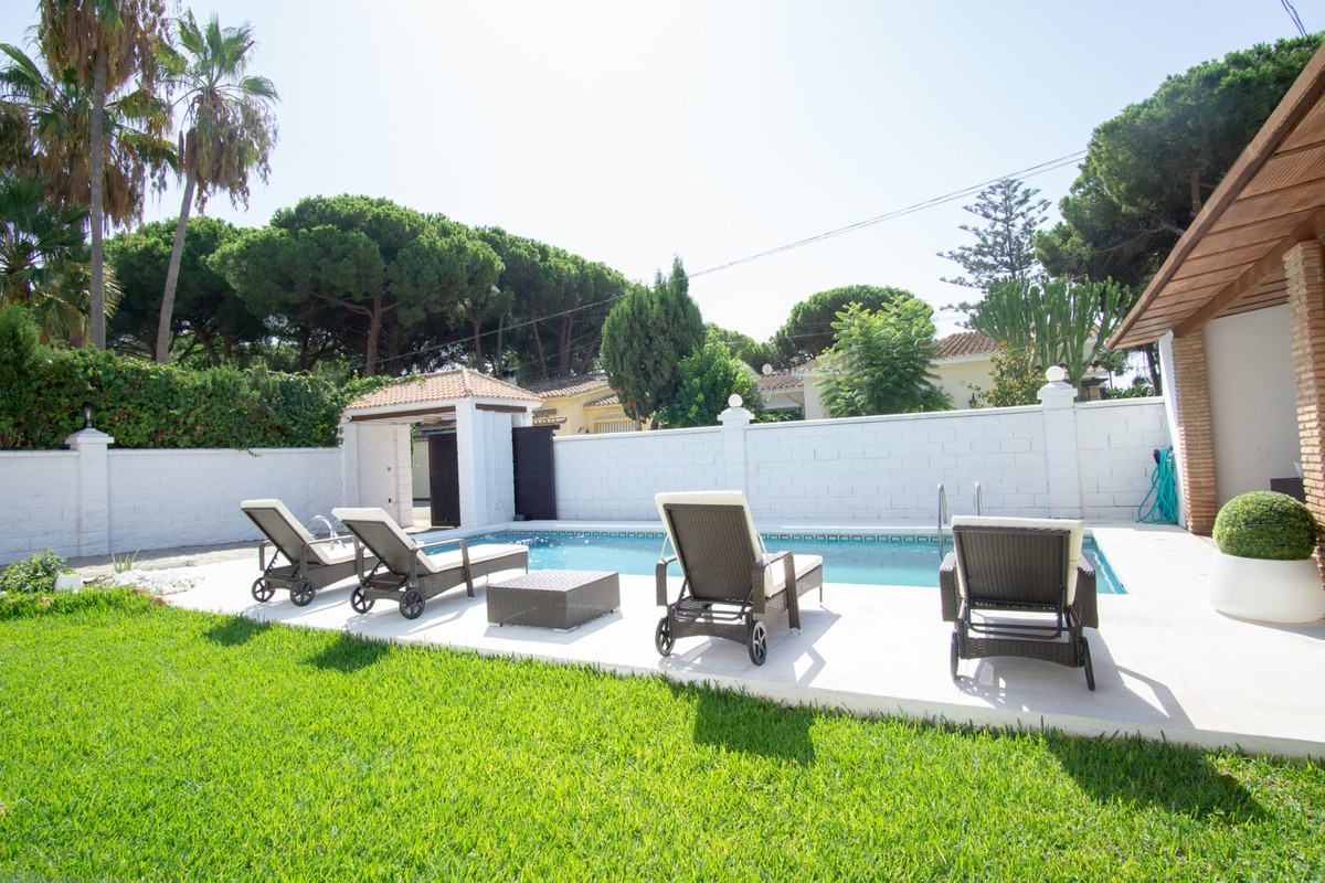 House in Artola R3266842 21