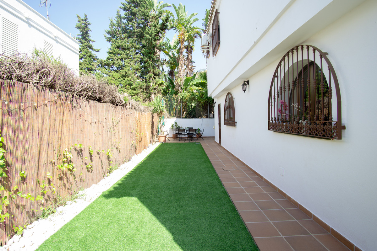 House in Artola R3266842 22