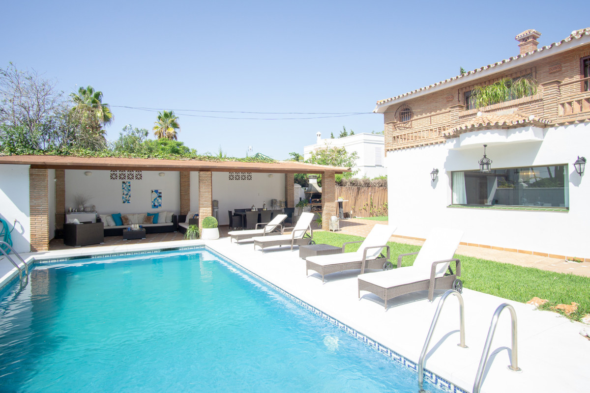 House in Artola R3266842 23